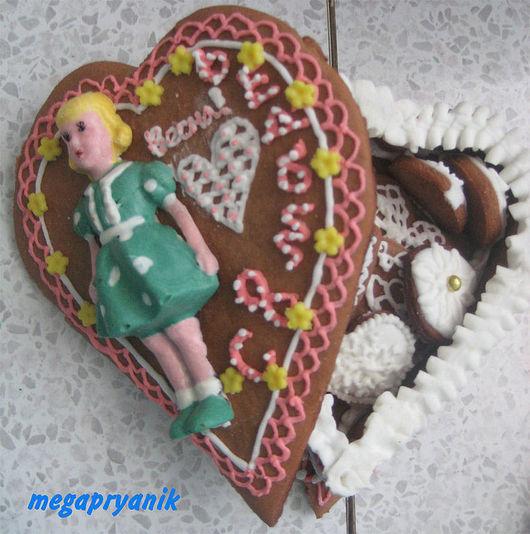 Кулинарные сувениры ручной работы. Ярмарка Мастеров - ручная работа. Купить Пряничная шкатулка в форме сердца с шоколадной фигуркой малая. Handmade.