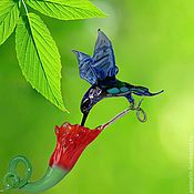 Подарки к праздникам ручной работы. Ярмарка Мастеров - ручная работа Интерьерное стеклянное украшение  -   птица Колибри и цветок. Handmade.