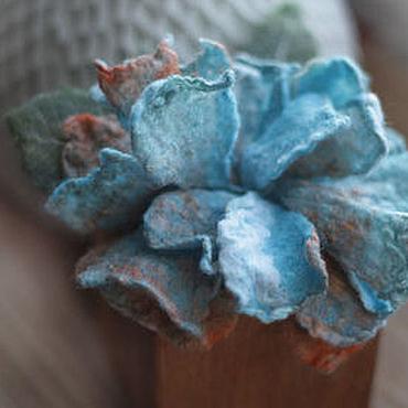 Украшения ручной работы. Ярмарка Мастеров - ручная работа Нежно бирюзовый цветок-брошка. Handmade.