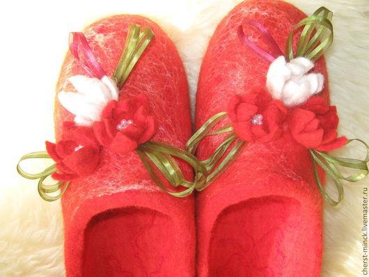 Обувь ручной работы. Ярмарка Мастеров - ручная работа. Купить тапочки красота. Handmade. Ярко-красный, для дома, подошва из кожезаменителя