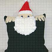 Подушки ручной работы. Ярмарка Мастеров - ручная работа Вязаная новогодняя наволочка «Дед Мороз» с карманом для подарков. Handmade.