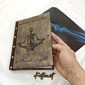 Блокноты ручной работы. Ярмарка Мастеров - ручная работа Блокнот с деревянной обложкой для врача (ежедневник для доктора). Handmade.