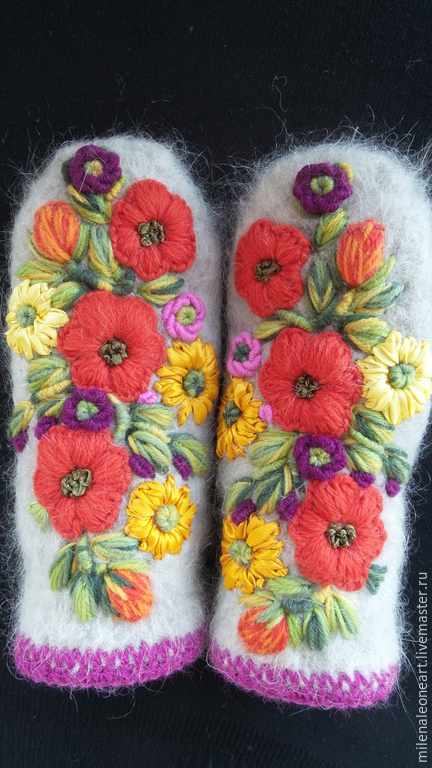 Вышивка варежек цветами