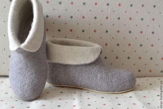 Обувь ручной работы. Ярмарка Мастеров - ручная работа. Купить Домашние валенки. Handmade. Серый, овечья шерсть 100%