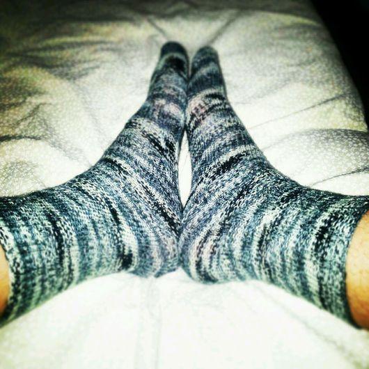 Носки, Чулки ручной работы. Ярмарка Мастеров - ручная работа. Купить Меланжевые спиралевидные носки. Handmade. Чёрно-белый