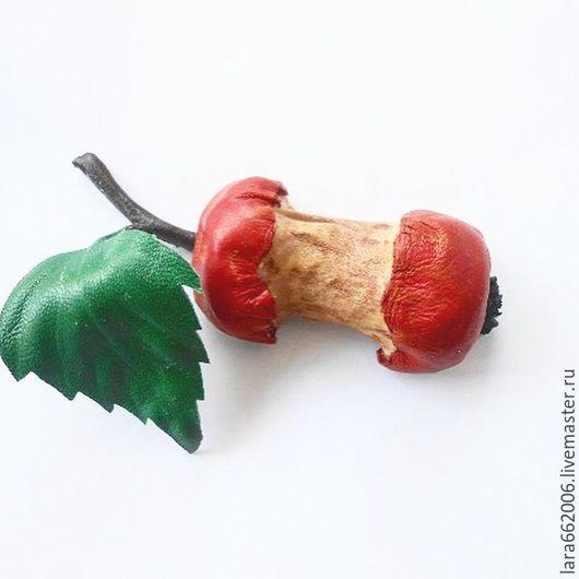 Кожаные украшения,Брошь  `Дохлое яблоко` из итальянской натуральной кожи, брошь из кожи, кожаная объемная брошь, купить брошь из кожи, красное яблоко, кожаный аксессуар, брошь ручной работы Лара