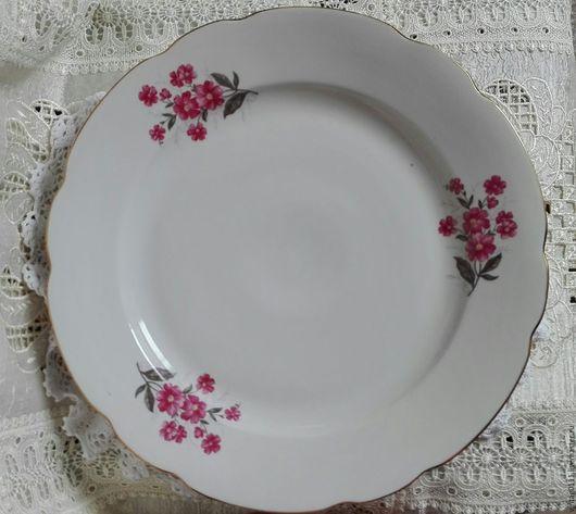 ...большие , вместительные фарфоровые тарелки, (подтарелочники) производства Дулевского фз, 70-80-годы прошлого века...