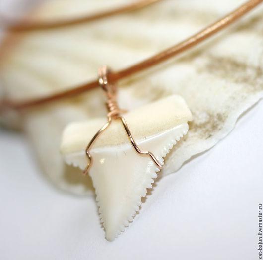 Украшения для мужчин, ручной работы. Ярмарка Мастеров - ручная работа. Купить Золотой кулон с зубом акулы (розовое золото). Handmade.