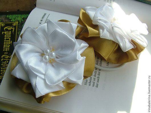 Бантики из атласных лент `Школьные бело-золотые`.  Бантики для девочек. Бантики из лент. Бантики для волос.Школьные банты