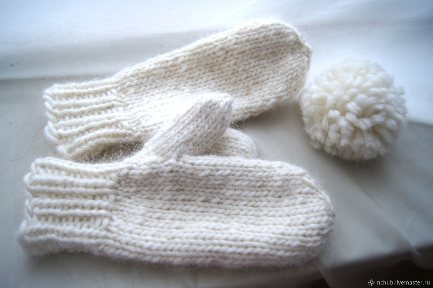 Mittens Milky white knit from Icelandic wool 100 – shop online on ...