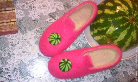 Обувь ручной работы. Ярмарка Мастеров - ручная работа. Купить Арбузные валяные женские тапочки. Handmade. Алый, женские тапочки