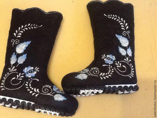 """Обувь ручной работы. Ярмарка Мастеров - ручная работа. Купить Валенки """" Гжель на черном фоне """"Готоавя работа"""". Handmade."""
