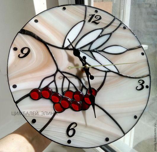 Может быть непрозрачный фон часов - на выбор))