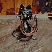 Статуэтки ручной работы. Ярмарка Мастеров - ручная работа Кот с подковой на счастье. Handmade.