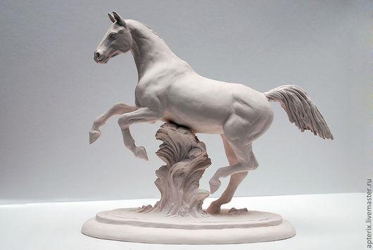"""Статуэтки ручной работы. Ярмарка Мастеров - ручная работа. Купить Статуэтка """"Играющий конь"""". Handmade. Белый, комбинированный, жеребец"""