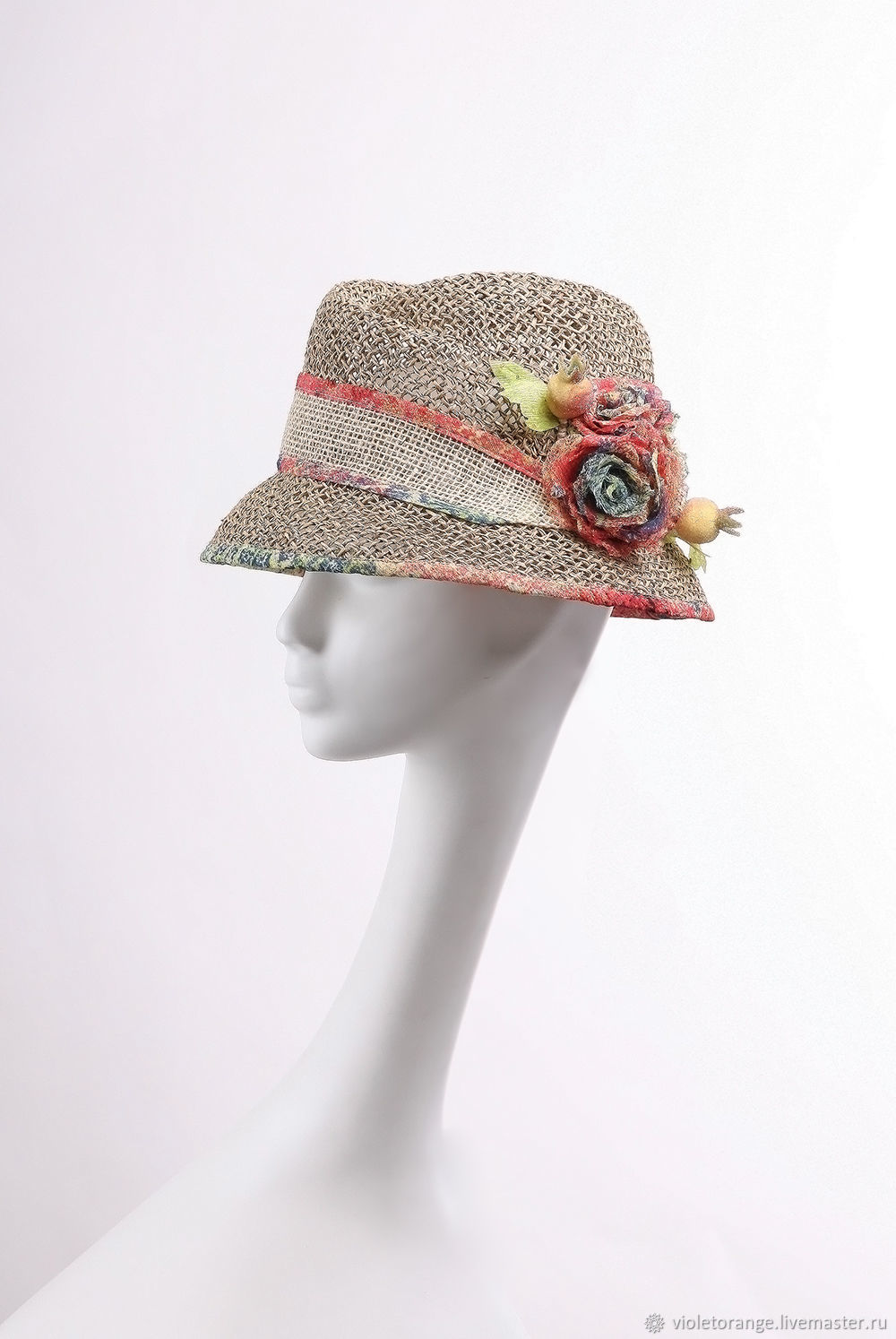 Couture millinery · The Cloche hat `the Rose` in the style of the country. ca9717a4d23