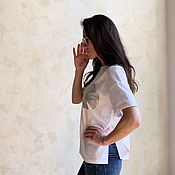 Одежда handmade. Livemaster - original item Women`s loose white t-shirt with chameleon pocket. Handmade.
