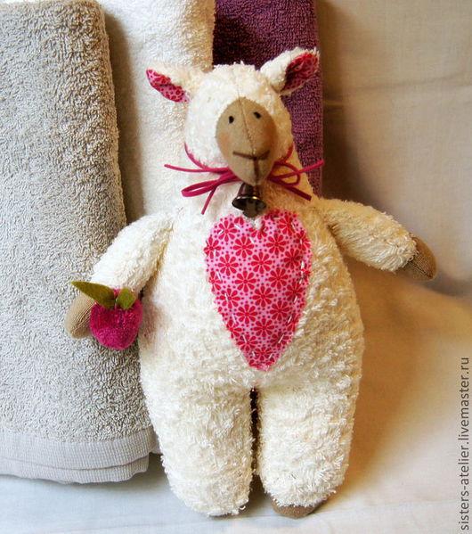 Куклы Тильды ручной работы. Ярмарка Мастеров - ручная работа. Купить Тильда овечка - Боня с яблочком. Handmade. Тильда овечка