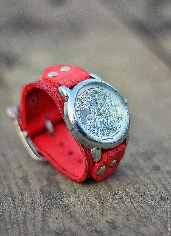 Молодой девушке мужчина подарил часы во сне?