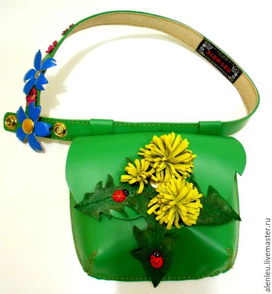 """Для телефонов ручной работы. Ярмарка Мастеров - ручная работа. Купить """"Весенние одуванчики"""" сумочка на поясе детская. Handmade. Зеленый"""