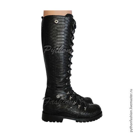 Ботинки из кожи питона. Женские ботинки из питона на шнурках. Дизайнерские ботинки из кожи питона. Модная женская обувь из кожи питона. Демисезонные ботинки из кожи питона. Стильные высокие ботинки.