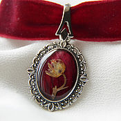 Украшения handmade. Livemaster - original item The red choker (the choker on the neck), earrings made of jewelry resin with Lily. Handmade.