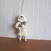 Подарки к праздникам ручной работы. Ярмарка Мастеров - ручная работа Девочка с котёнком. Ватные елочные игрушки. Handmade.