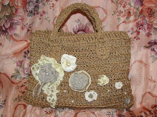 Фактурная бохо-сумочка отлично подойдёт как для первой модницы, так и истинных ценителей стиля бохо. Расскажет окружающим о Вашей гармонии с внешним миром, изящно подскажет о Вашей уникальности!