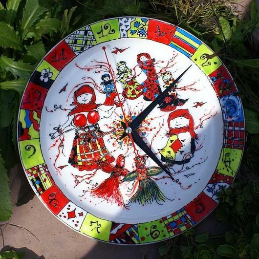 Часы для дома ручной работы. Ярмарка Мастеров - ручная работа. Купить Круговорот девчушек. Handmade. Часы, куколки, народный, женщина
