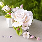 Украшения ручной работы. Ярмарка Мастеров - ручная работа Заколочка с чайной розой и цветами вишни. Handmade.