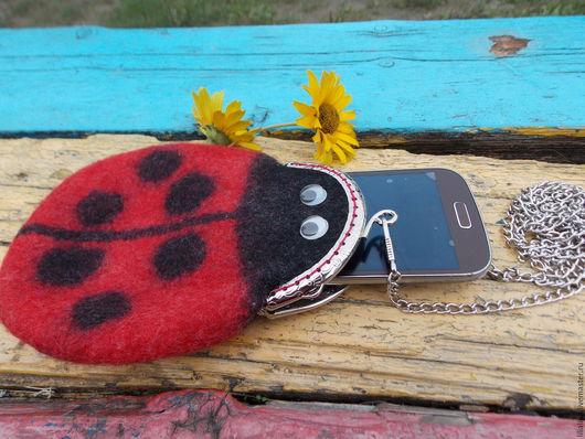 Для телефонов ручной работы. Ярмарка Мастеров - ручная работа. Купить Кошелек дорожный, сумочка для телефона на цепочке Божья Коровка. Handmade.