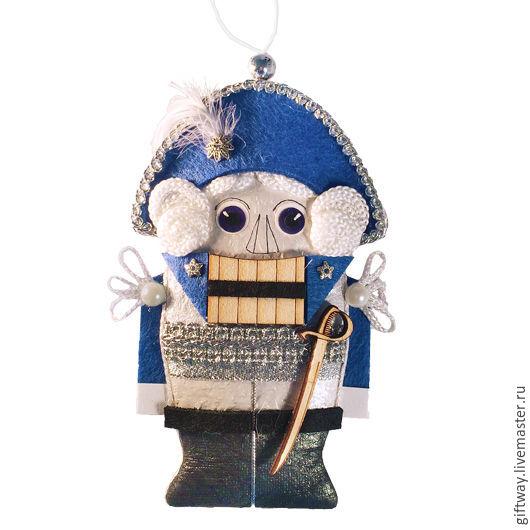 """Сказочные персонажи ручной работы. Ярмарка Мастеров - ручная работа. Купить Новогодняя игрушка ручной работы на елку """"Щелкунчик из фетра"""". Handmade."""