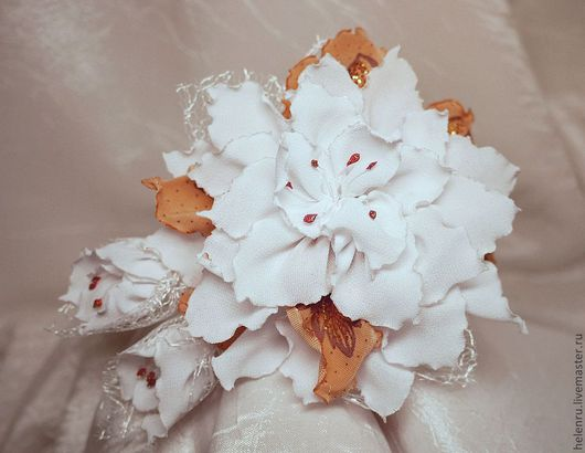 Броши ручной работы. Ярмарка Мастеров - ручная работа. Купить Цветок-брошь. Handmade. Брошь, белый, цветок из ткани, ткань