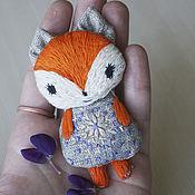 Украшения ручной работы. Ярмарка Мастеров - ручная работа вышитая текстильная брошка-Лисичка. Handmade.