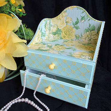 """Для дома и интерьера ручной работы. Ярмарка Мастеров - ручная работа """"Розы на голубом"""" Мини-комод для украшений, рукоделия. Handmade."""