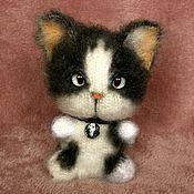Куклы и игрушки ручной работы. Ярмарка Мастеров - ручная работа Вязаный котёнок Чибик со следящими глазками. Handmade.