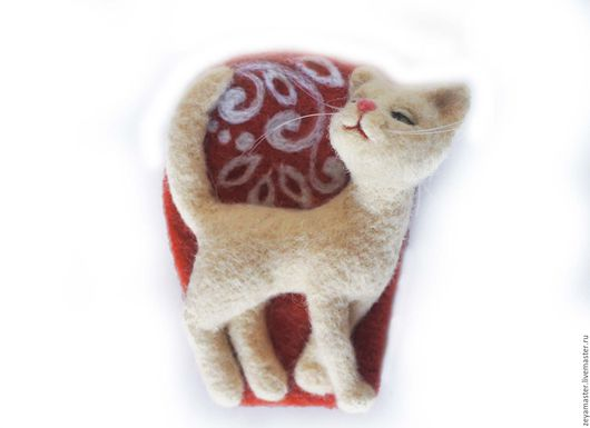 Броши ручной работы. Ярмарка Мастеров - ручная работа. Купить Кошечка цвета айвори Брошь Сухое валяние. Handmade.