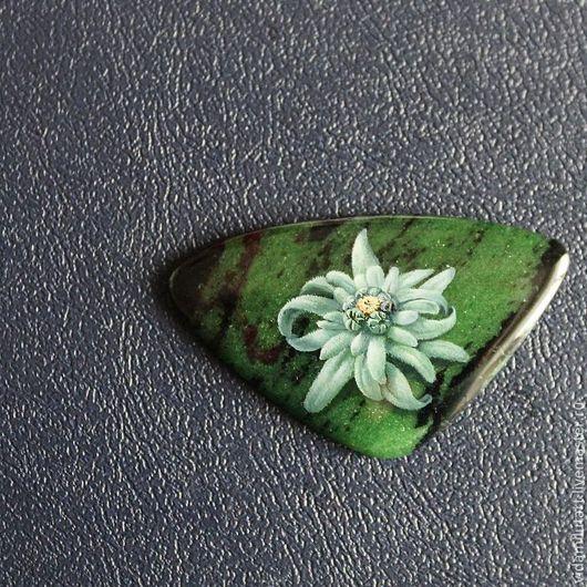Роспись по камню ручной работы. Ярмарка Мастеров - ручная работа. Купить Эдельвейс на циозите. Handmade. Зеленый, цветы, эдельвейс, мерцание