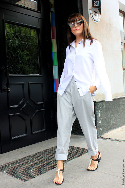 R00082 Экстравагантная, женская рубашка из мягкой и очень приятной вискозы. Рубашка с длинными рукавами, потайной застежкой. Городской и свободный стиль для тех, кто любит быть в центре внимания