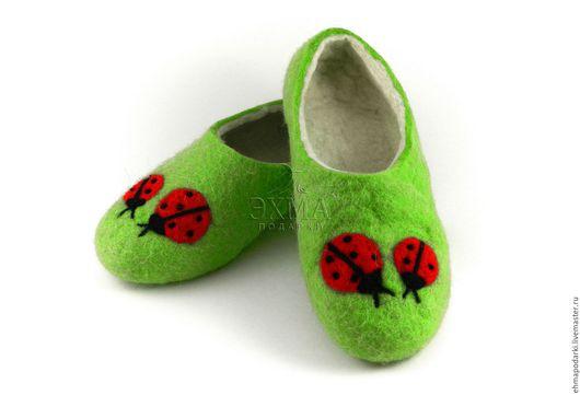 Обувь ручной работы. Ярмарка Мастеров - ручная работа. Купить Тапочки Божья коровка. Handmade. Войлочные тапочки, дизайнерские тапочки