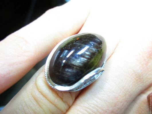 кольцо `Кошачий глаз` цена 6500 турмалин натуральный трехцветный с эффектом кошачьего глаза крупный трехцветный