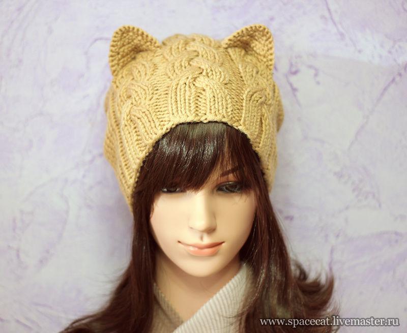 Женская вязанная спицами шапка с ушками