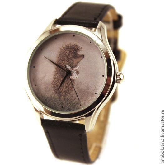 Часы ручной работы. Ярмарка Мастеров - ручная работа. Купить Дизайнерские наручные часы Ежик в тумане с котомочкой. Handmade.