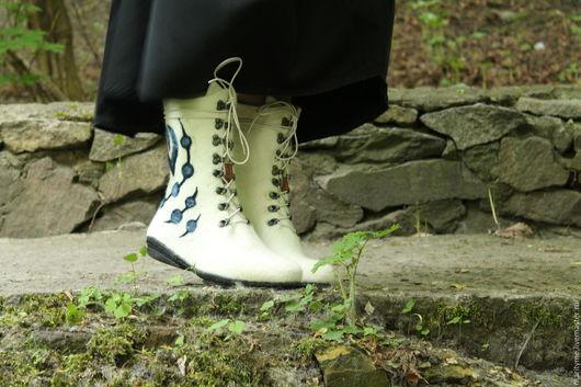 """Обувь ручной работы. Ярмарка Мастеров - ручная работа. Купить Валяные ботинки """"Гжель"""". Handmade. Белый, натуральные материалы"""