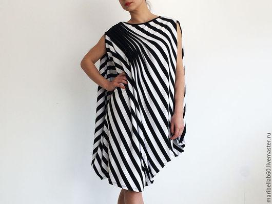 Платья ручной работы. Ярмарка Мастеров - ручная работа. Купить HARMONIKA драпированные асимметричный платье-туника. Handmade. Чёрно-белый