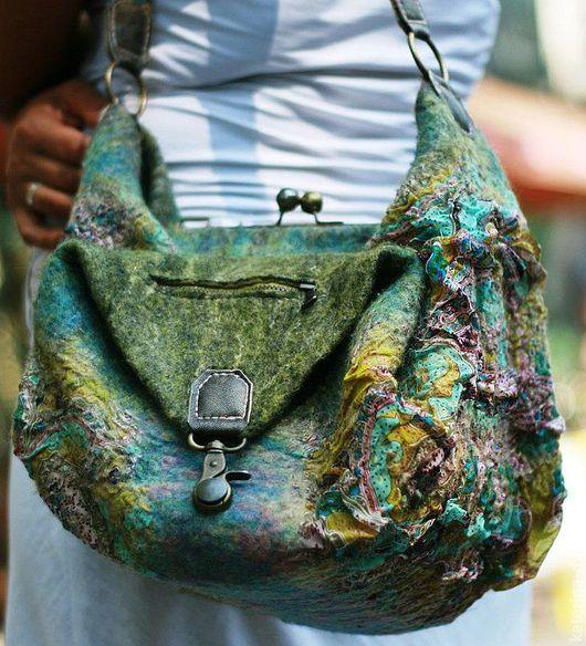 сумка способна трансформироваться, может принять форму саквояжа или рюкзачка)