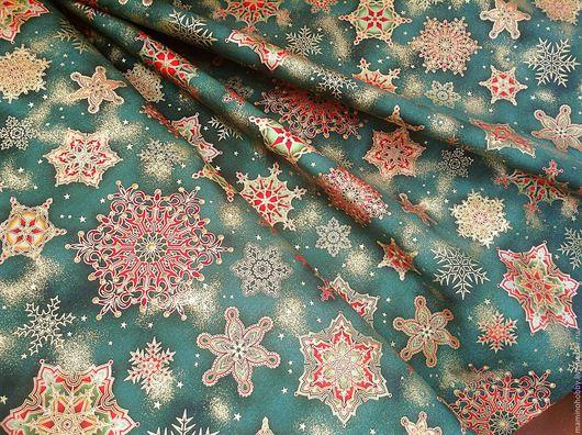 Шитье ручной работы. Ярмарка Мастеров - ручная работа. Купить Новогодняя ткань для пэчворка Червонные снежинки на зеленом. Handmade. Пэчворк