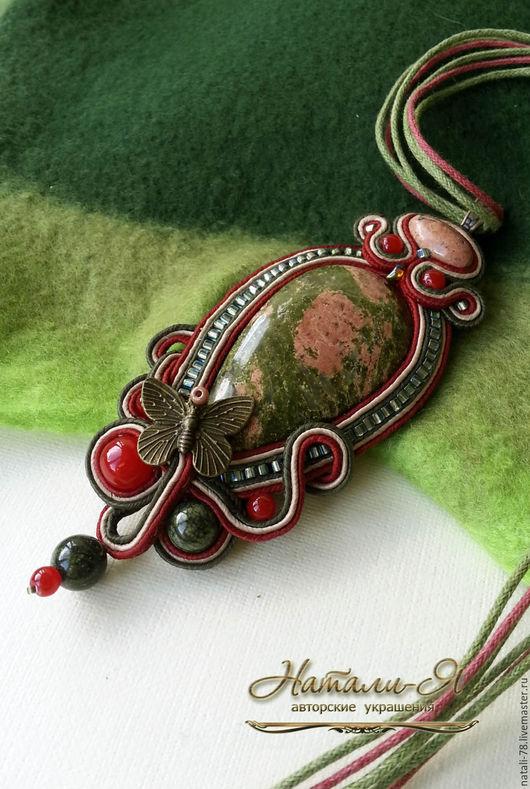 """Кулоны, подвески ручной работы. Ярмарка Мастеров - ручная работа. Купить Сутажный кулон """"Где растет клюква"""" (красный, зеленый). Handmade."""