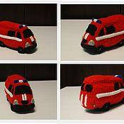 Сувениры и подарки ручной работы. Ярмарка Мастеров - ручная работа Вязаная  пожарная машина. Handmade.