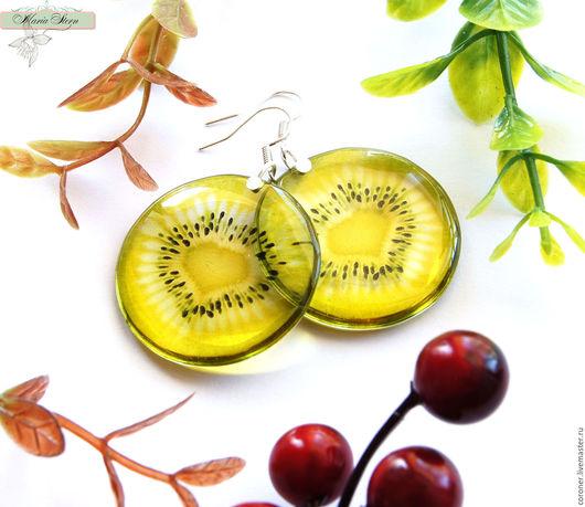 """Серьги ручной работы. Ярмарка Мастеров - ручная работа. Купить Прозрачные серьги """"Refreshing kiwi"""" из ювелирной смолы. Handmade. Разноцветный"""